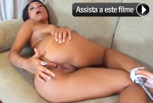 Amanda Benites prontinha pro anal