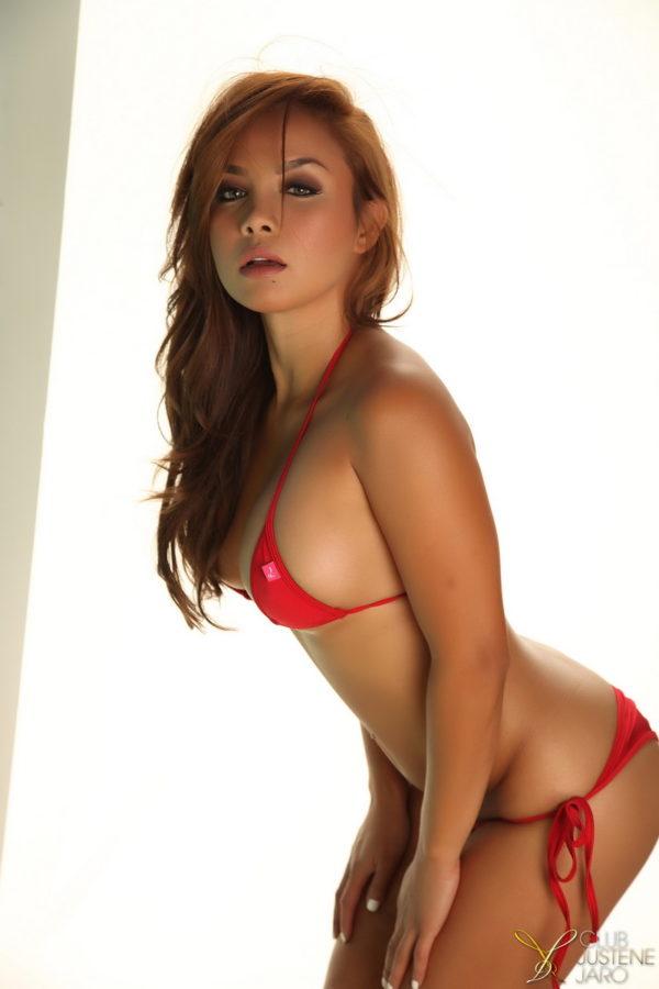 Asiática gotosa provocando de lingerie