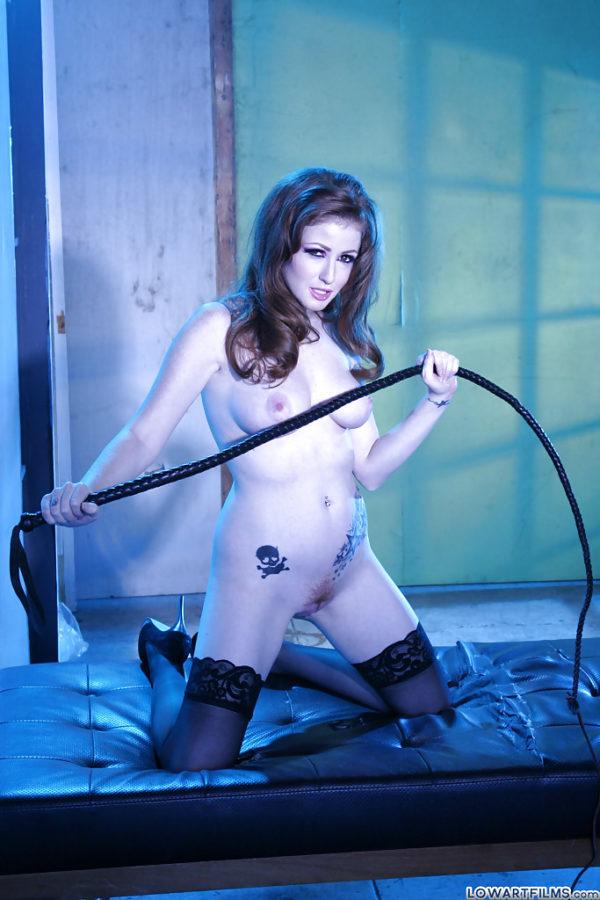 Modelo exótica pelada em ensaio sensual