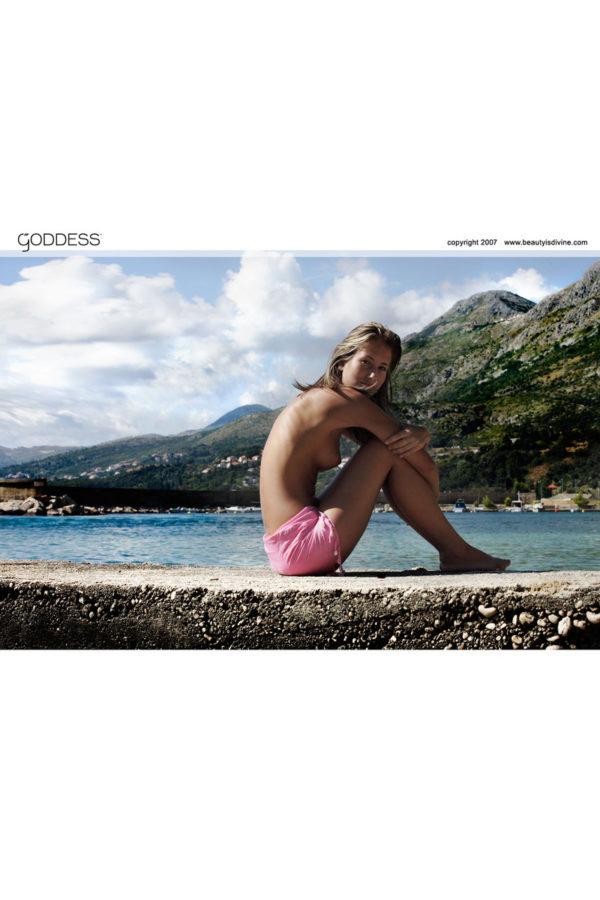 Novinha dos peitinhos lindos pelada na praia