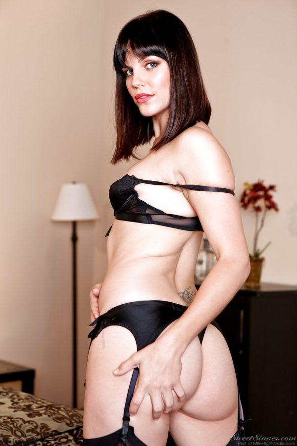 Ninfeta gostosa de lingerie sexy